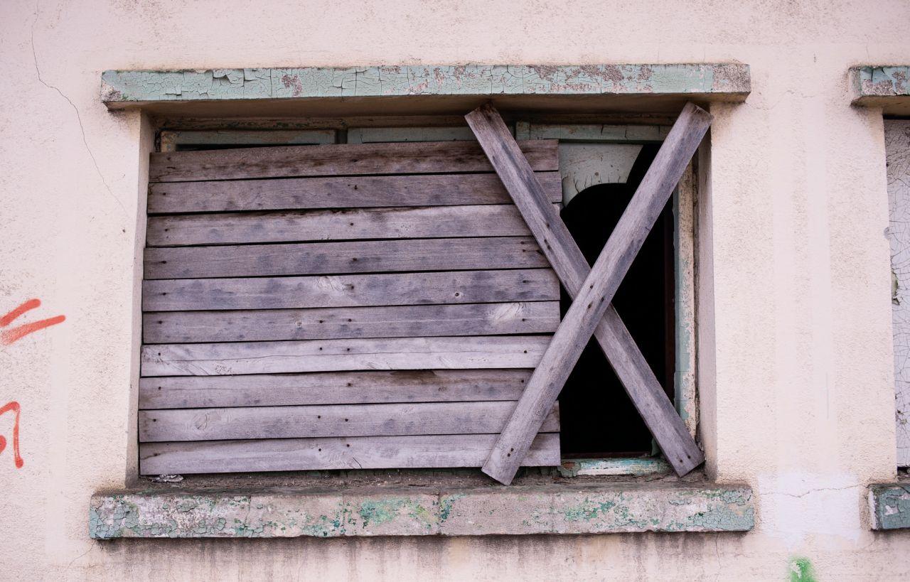 Aerul trist al Tulcei de azi nu se datorează doar caselor ruinate, ci şi oamenilor