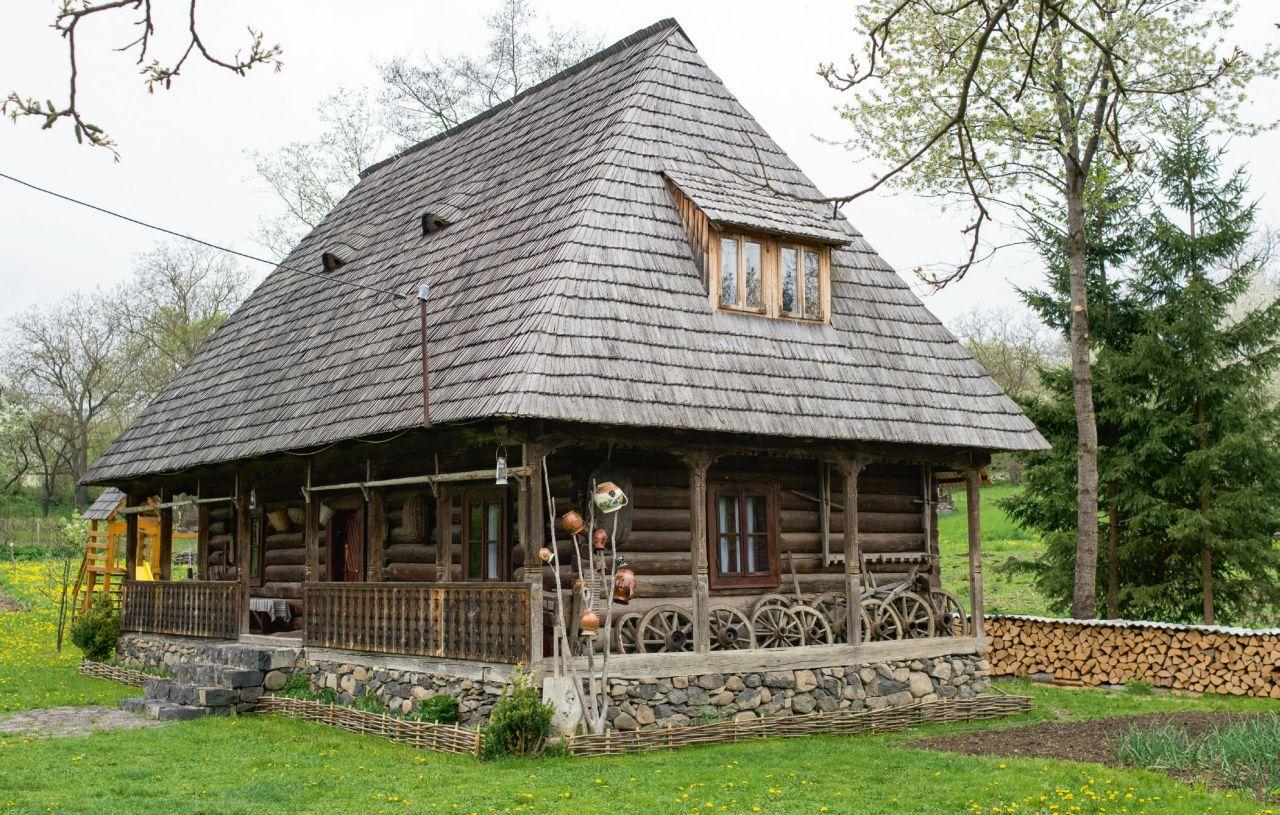 În acelaşi timp, însă, o casă de 100 de ani a fost restaurată, în Breb