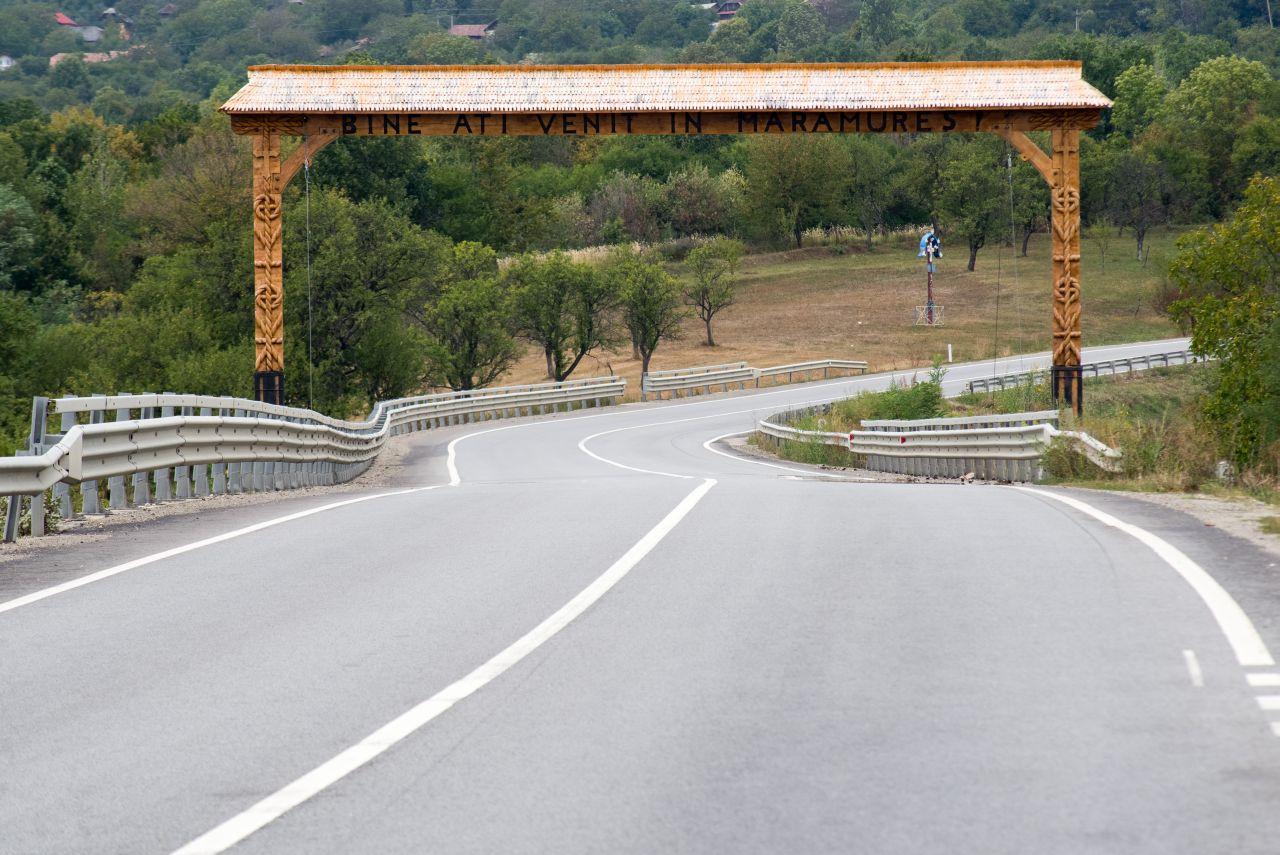 Intrarea în județul Maramureș, pe Mesteacăn