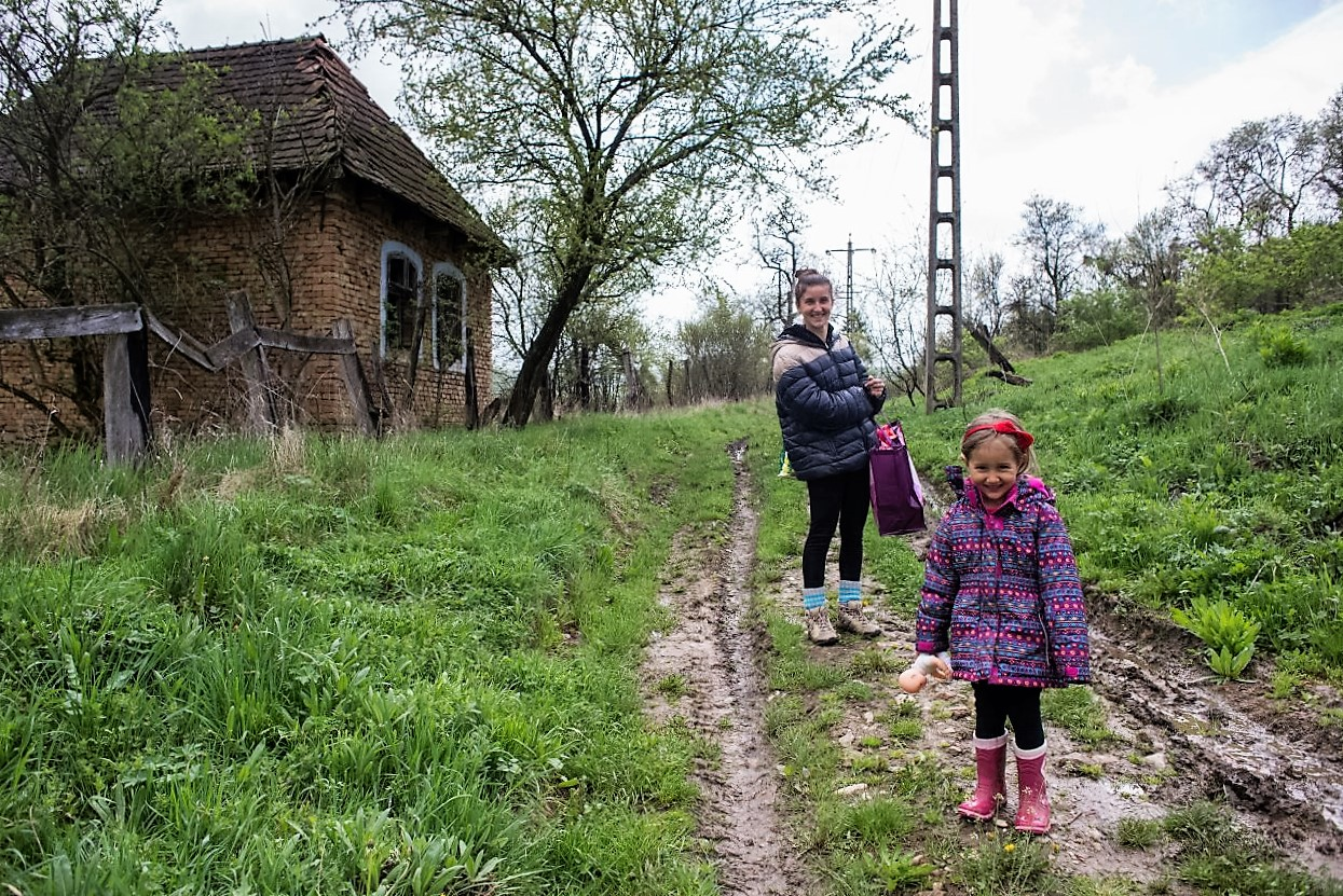 Anitta Gutt și fiica sa, Surya