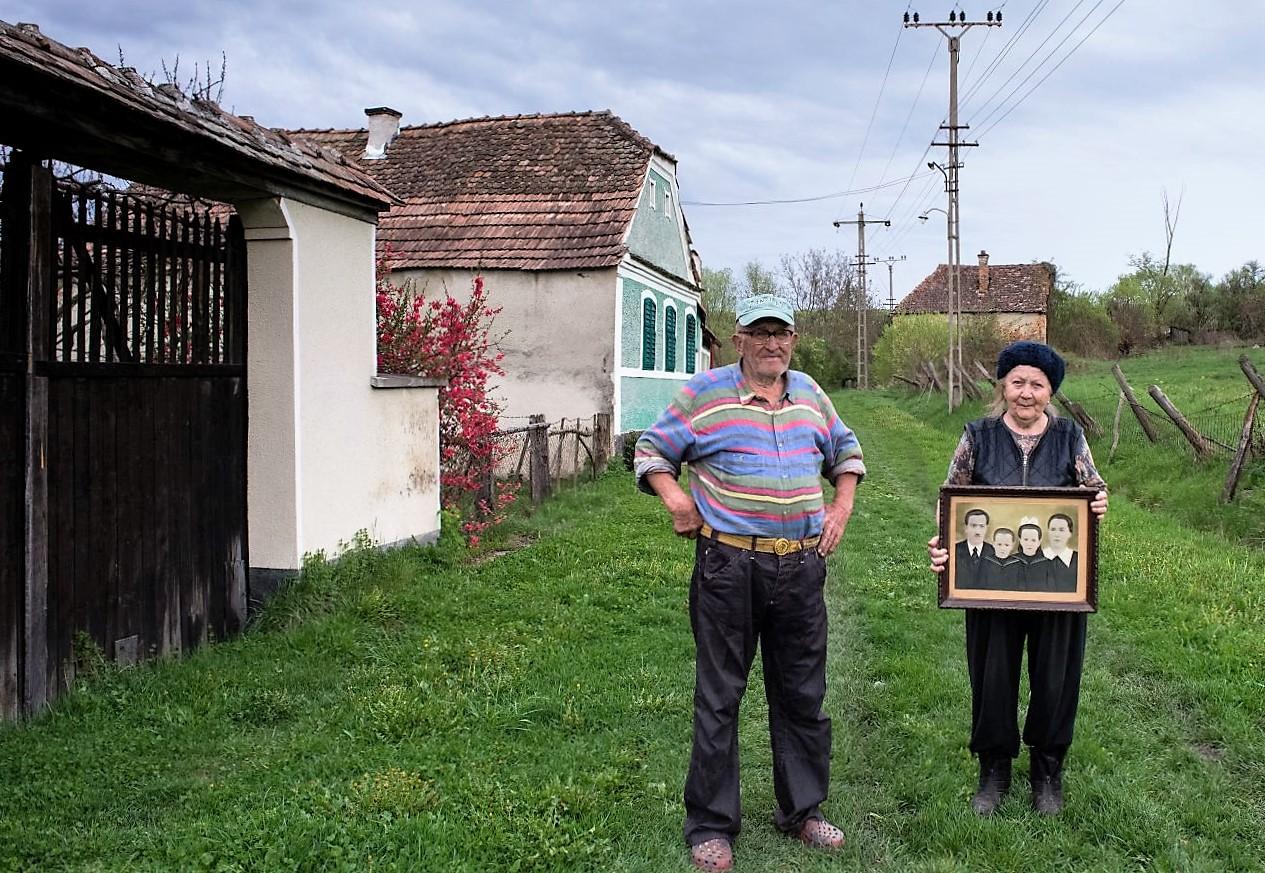Tanti Irma şi domnul Jozsef s-au născut şi au crescut la Şapartoc
