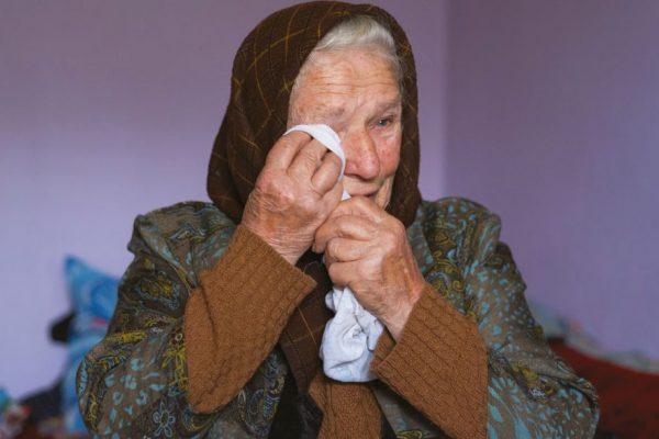 Ilişca Logigan, din satul lui Iuliu Hossu, i-a ridicat din banii ei o cruce la intrarea în sat.