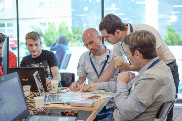 Pasionații de IT din țară sunt invitați să dezvolte aplicații  pentru situații de urgență din România și din lume