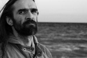 """Marin Mălaicu-Hondrari, poet și prozator, coscenarist al filmului Parking: """"M-am bucurat să scriu un scenariu, nu să rescriu, pas cu pas, Apropierea"""""""