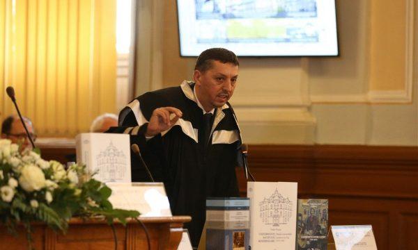 Daniel David, în timpul sesiunii solemne dedicate unui secol de la fondarea primei universități românești la Cluj.   Foto: Dan Bodea
