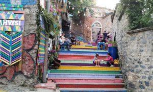 Strada în trepte care duce spre curtea fostului palat al domnilor Valahiei