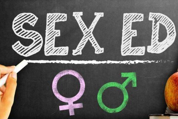 INTERVIU Cum a devenit educația sexuală noua Cenușăreasă a disciplinelor. Perspectiva psihologilor Sebastian Vaida și Cezara Botez