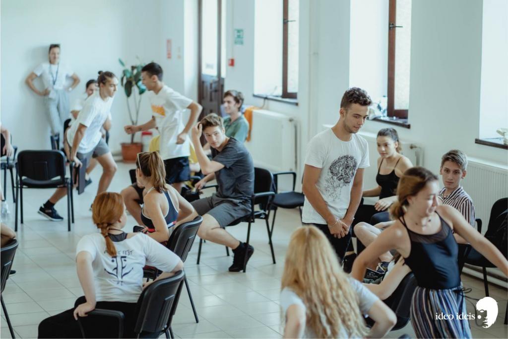 Trupele de teatru tânăr aduc în 2020 festivalul în Alexandria, București, Botoșani, Baia Mare, Buzău, Timișoara, Câmpina, Roman și Sibiu