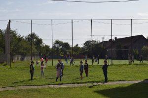 Copii de la școala din Drăguș