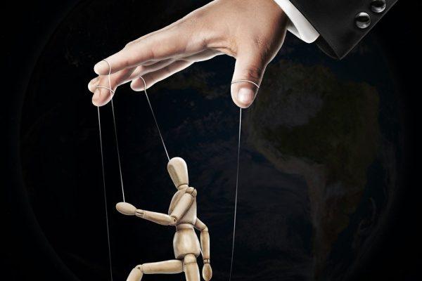 Putin, Trump, Iohannis. Despre cum să faci profit politic în pandemie