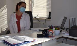 Anca Husaru în cabinetul ei din Aiton