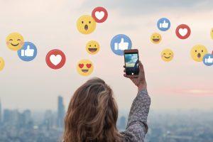 Social media, influencerii și rolul în publicitate. Ce s-a schimbat odată cu munca de acasă