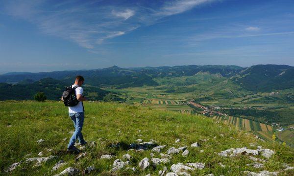 Andy și satele României