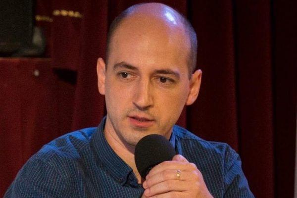 George Jiglău este politolog, lector la Departamentul de Științe Politice din cadrul Fac. de Științe Politice, Administrative și ale Comunicării din cadrul Univ.Babeș-Bolyai.