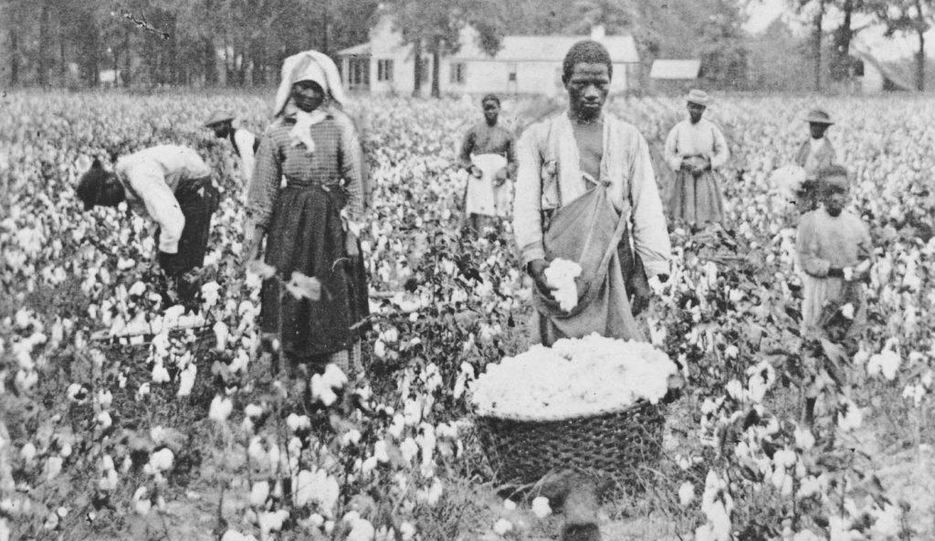 Sclavii, foștii sclavi și descendenții sclavilor afro-americani cântau când trudeau în câmpurile de bumbac și legume